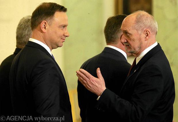 Polacy najbardziej ufają Andrzejowi Dudzie [CBOS]