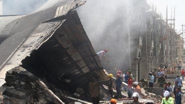 Katastrofa lotnicza w Indonezji. Samolot spad� na hotel i domy. S� ofiary. Przera�aj�ce zdj�cia