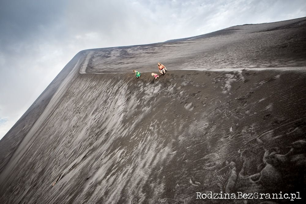 NTanna (Vanuatu, South Pacific): At the active Yasur Volcano ash fields; family
