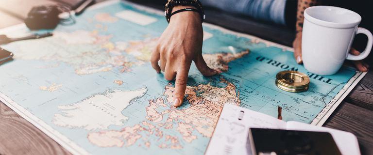 Chcesz jeździć po całym świecie? Wystarczy, że będziesz stosował się do tych zasad. Sposoby na zebranie pieniędzy na podróż