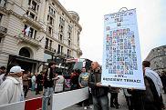 Protest pod hotelem Bristol, gdzie nocują Rosjanie