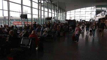 Kilkanaście godzin koczowali na wrocławskim lotnisku turyści lecący na Kos z biurem podróży Itaka