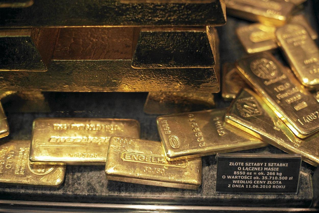 15dbf9790f20c6 Polacy na potęgę kupują złoto . Ale nie stać ich na sztabki. Kupują złote