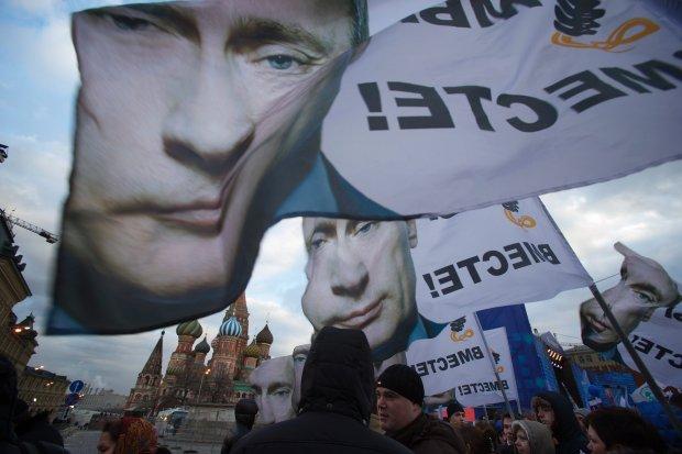 Poniedziałkowa manifestacja poparcia dla włączenia Krymu do Rosji na placu Czerwonym w Moskwie. Ze sceny przemawiał Putin