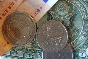 Złoty pod presją. Oto cztery przyczyny słabości polskiej waluty - wszystkie spoza naszego kraju