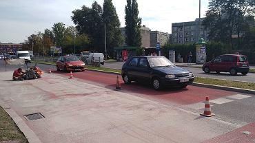Wykonane z naturalnego boksytu 20-metrowe pasy po obu stronach przejścia dla pieszych przez ul. Wawel w Sosnowcu nie zostały należycie wykonane, więc wykonawca ułoży je od ponownie