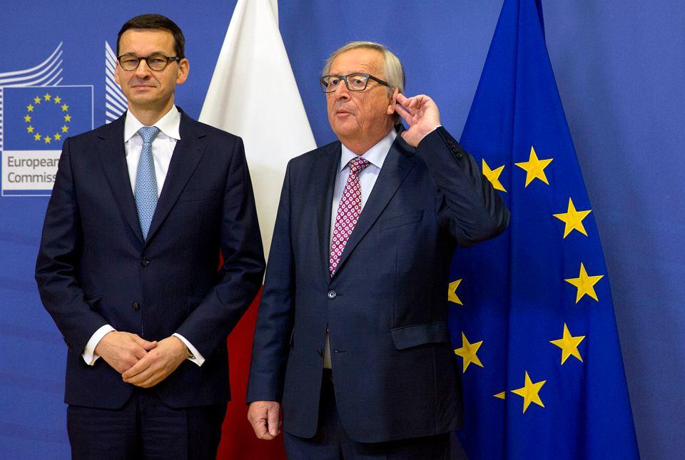 Premier rządu PiS Mateusz Morawiecki i przewodniczący Komisji Europejskiej Jean-Claude Juncker podczas wspólnej konferencji. Bruksela 9 stycznia 2018