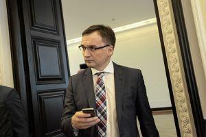 """Ziobro twierdzi, że odwołał sędzię za """"nieudolność"""". Iustitia ostro odpowiada: minister naciska na sędziów"""