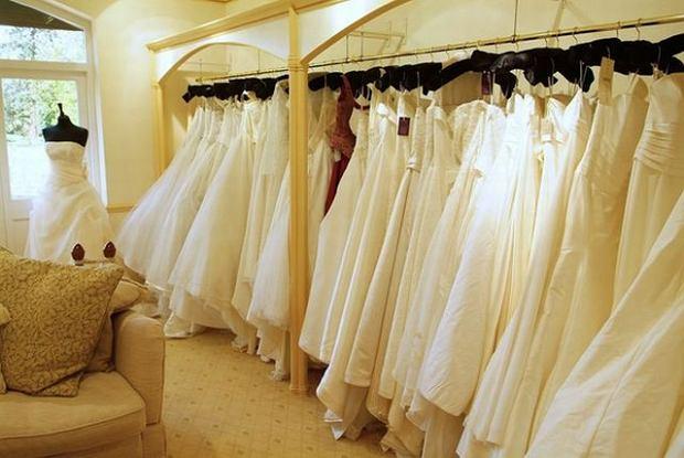 Suknia ślubna po ślubie. Co z nią zrobić?
