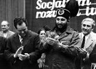 Fidel na �l�sku goni� za pi�eczk�, nad Chruszczowem wisia�a bomba
