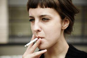 Nie mieszaj... papierosów z antykoncepcją