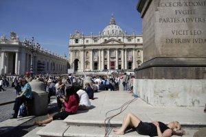 Kanonizacja. Jak nie da� si� oszuka� w Rzymie [VADEMECUM PIELGRZYMA]