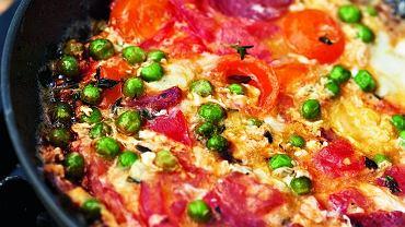 Frittata z pomidorami, tymiankiem i salami