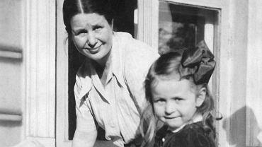 Jako 20-latka Sendlerowa zatrudniła się w Sekcji Pomocy Matce i Dziecku przy Obywatelskim Komitecie Pomocy Bezrobotnym w Warszawie. Była kimś pomiędzy pracownikiem socjalnym, psychoterapeutką a edukatorką seksualną