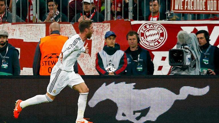 Sergio Ramos celebruje gola - dwa trafienia Hiszpana znokautowały Bayern