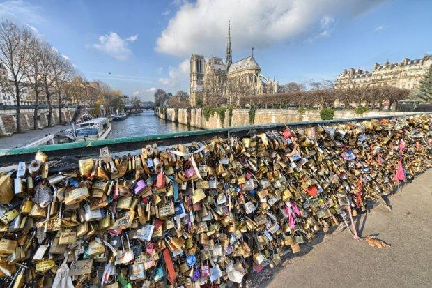 O jedn k dk za du o most zakochanych w pary u cz ciowo si zawali z pow - Pont des cadenas paris adresse ...