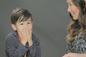 Rodzice m�wi� dzieciom, sk�d si� wzi�y: reakcje bezcenne! [WIDEO]