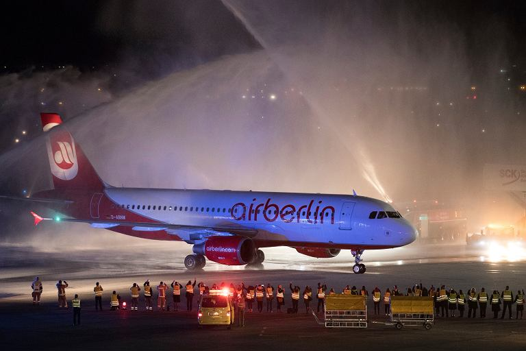 Powitanie ostatniego lotu Air Berlin na lotnisku Tegel