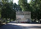 Warszawa. Prokuratura nadzoruje dochodzenie ws. zniszczenia grobu Bieruta