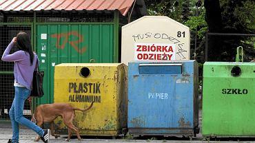 Kontenery do recyklingu odpadow na ul. Polnej
