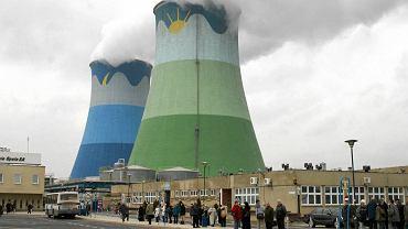 Kominy ''starej'' elektrowni Opole - pracuje tu 1200 osób. Przy rozbudowie miało znaleźć zatrudnienie kolejnych 1000 ludzi, nawet na 10 lat