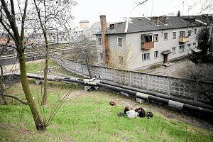Trwa zbiórka na rzecz Czeczenów koczujących na dworcu w Brześciu. Nie mają ciepłych rzeczy, chorują