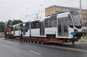 http://bi.gazeta.pl/im/e4/0f/f3/z15929316M,Karoseria-tramwaju-Moderus-Beta-w-Szczecinie.jpg
