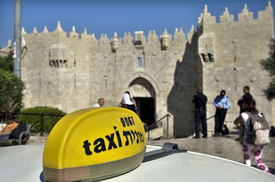 Przed Bramą Damasceńską, jedną z ośmiu bram Starego Miasta Jerozolimy