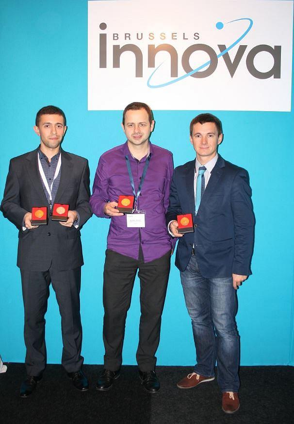 Brussels Innova 2014: mgr inż. Bartosz Serzysko (WEAIiIB), dr inż. Bartosz Ziółko (WIEiT), dr inż. Jakub Gałka (WIEiT)