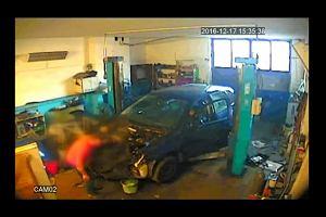 Skradziony volkswagen rozbierany w garażu - nagranie z kamery