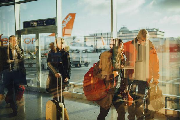 Komfortowa podróż samolotem: te gadżety i ubrania pomogą ci ją przetrwać w dobrym humorze