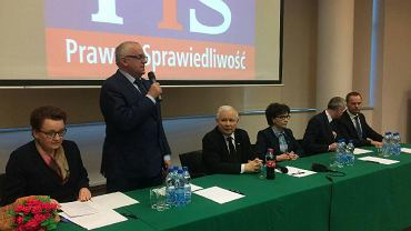 Kaczyński we Wrocławiu spotkał się z działaczami swojej partii. Na zdjęciu od lewej: Anna Zalewska, Adam Lipiński, Jarosław Kaczyński, Elżbieta Witek, Piotr Babiarz i wojewoda Paweł Hreniak