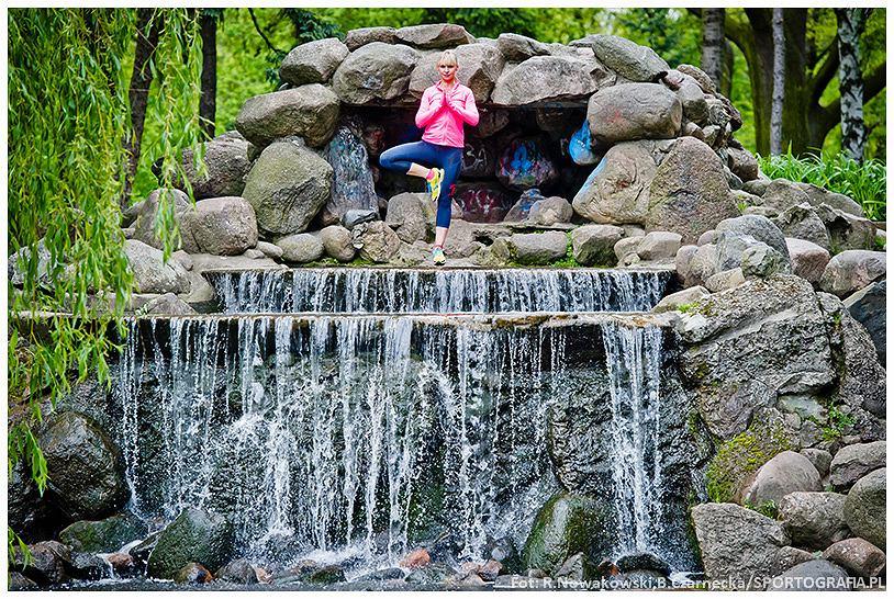 paulina holtz ćwiczy jogę