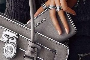 Wielka wyprzedaż Michaela Korsa. Zegarki, torebki, buty i perfumy teraz w niższej cenie!