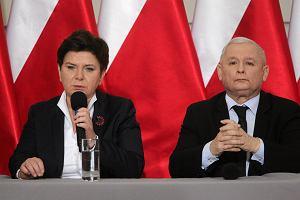 """Sondaż: Platforma dogania PiS. Partia Kaczyńskiego wpada w tarapaty [Kantar Public dla """"Wyborczej""""]"""