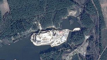 Budowa zamku w Stobnicy na zdjęciach w GoogleMaps