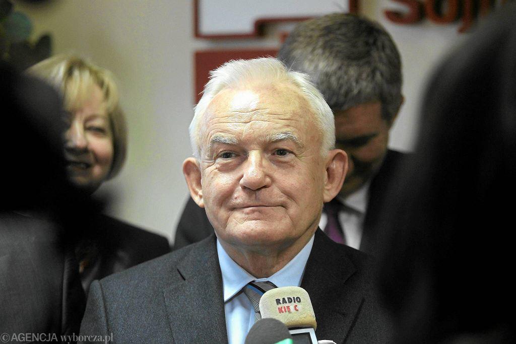 Przewodniczący SLD Leszek Miller. Socjaldemokraci znaleźliby się w Sejmie
