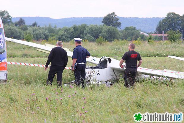 Wypadek szybowca w Kro�nie. Zgin�� 18-latek [WIDEO]