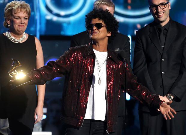 Ta noc należała do słynnego amerykańskiego wokalisty.  Bruno Mars skupił na sobie największa uwagę podczas ceremonii rozdania nagród Grammy 2018. Artysta podczas gali zdobył najwięcej nagród. Ile statuetek otrzymał Mars?!