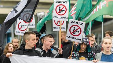 Facebookowe profile organizacji skrajnie prawicowych i nacjonalistycznych zostały zablokowane przez Facebooka ze względu na treści - mowę nienawiści i groźby karalne