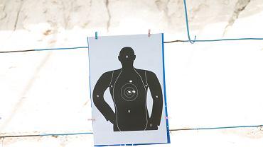 Tarcza na strzelnicy (zdjęcie ilustracyjne)