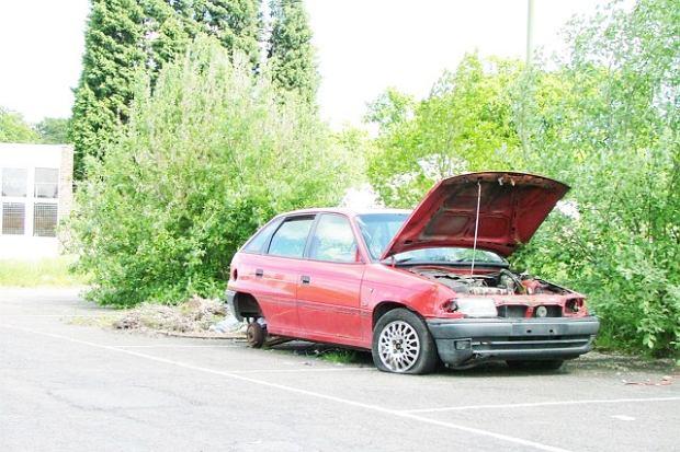 Porzuci�e� swoje auto? To mo�e s�ono kosztowa�