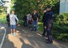 """Po �mierci 25-latka w komisariacie policji we Wroc�awiu. Na razie """"zawieszenie broni"""""""