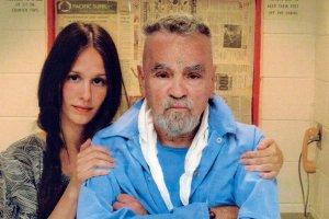 Charles Manson chce si� o�eni� w wi�zieniu. Dlaczego kobiety wi��� si� z seryjnymi mordercami?