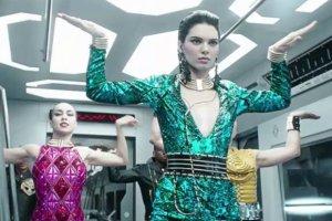 Balmain dla H&M: dziwaczny taniec Kendall Jenner w oficjalnej reklamie kolekcji [WIDEO]