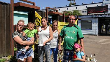 Rodzina Blucków pod kopalnią Zofiówka