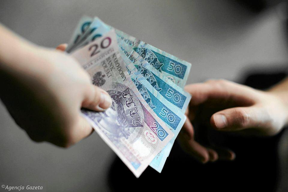 Zarzuty korupcyjne dla byłych urzędników w Radomiu. Pod lupą prokuratury znalazły się także cegiełki na pomnik Kaczyńskich