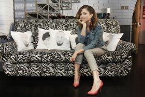 Natalia Kukulska jest kolejną gwiazdą, która zaprosiła do swojego domu ekipę programu Domy gwiazd emitowanego na antenie Domo+. Myślicie, że cały dom jest równie ekstrawagancki co kącik z sofą? Otóż nic bardziej mylnego!