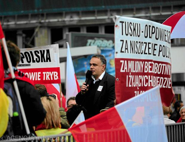 Tomasz Sakiewicz podczas manifestacji Klubów