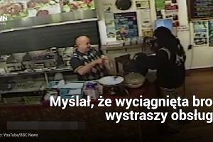 Sprzedawca kebab�w poni�y� przest�pc�. Zamaskowany bandyta grozi� mu broni�, nie zgadniecie co zrobi�